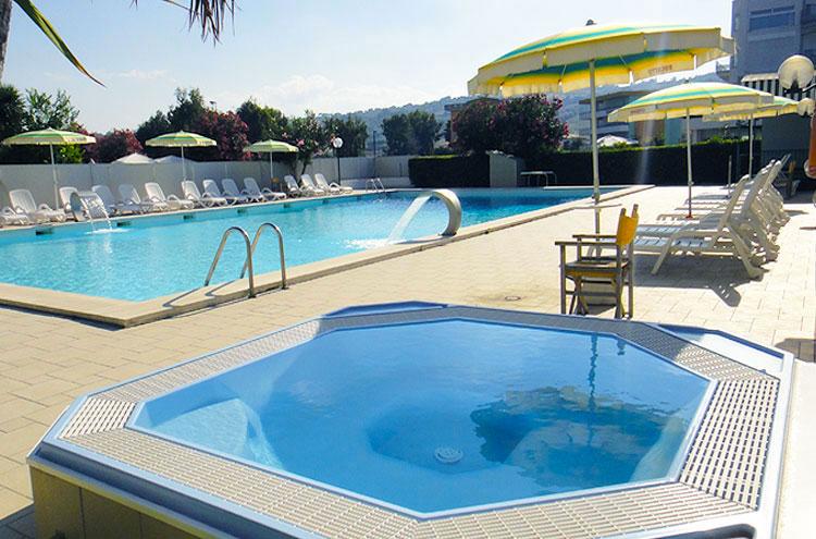 Hotel smeraldo a giulianova lido in abruzzo albergo 3 - Hotel con piscina abruzzo ...